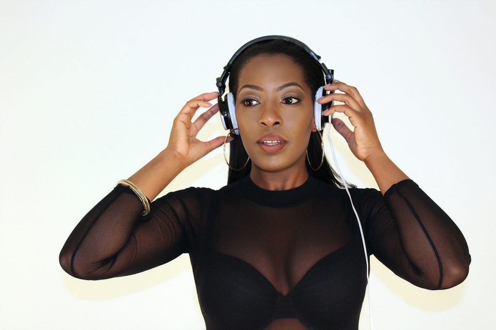 DJ Keshia is an experienced Club DJ who performs at Parties, Weddings and Corporate Events.