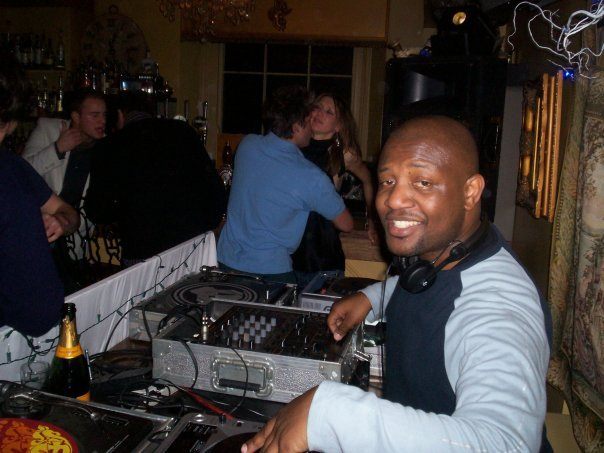 African DJ in London Club DJ - DJ Akin Oyefeso