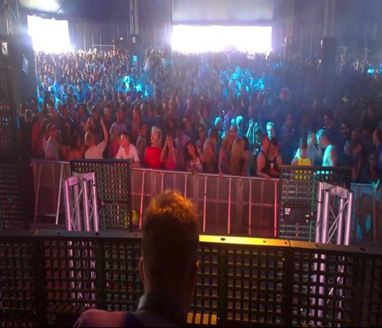 London DJ Simon's performance at a Club.