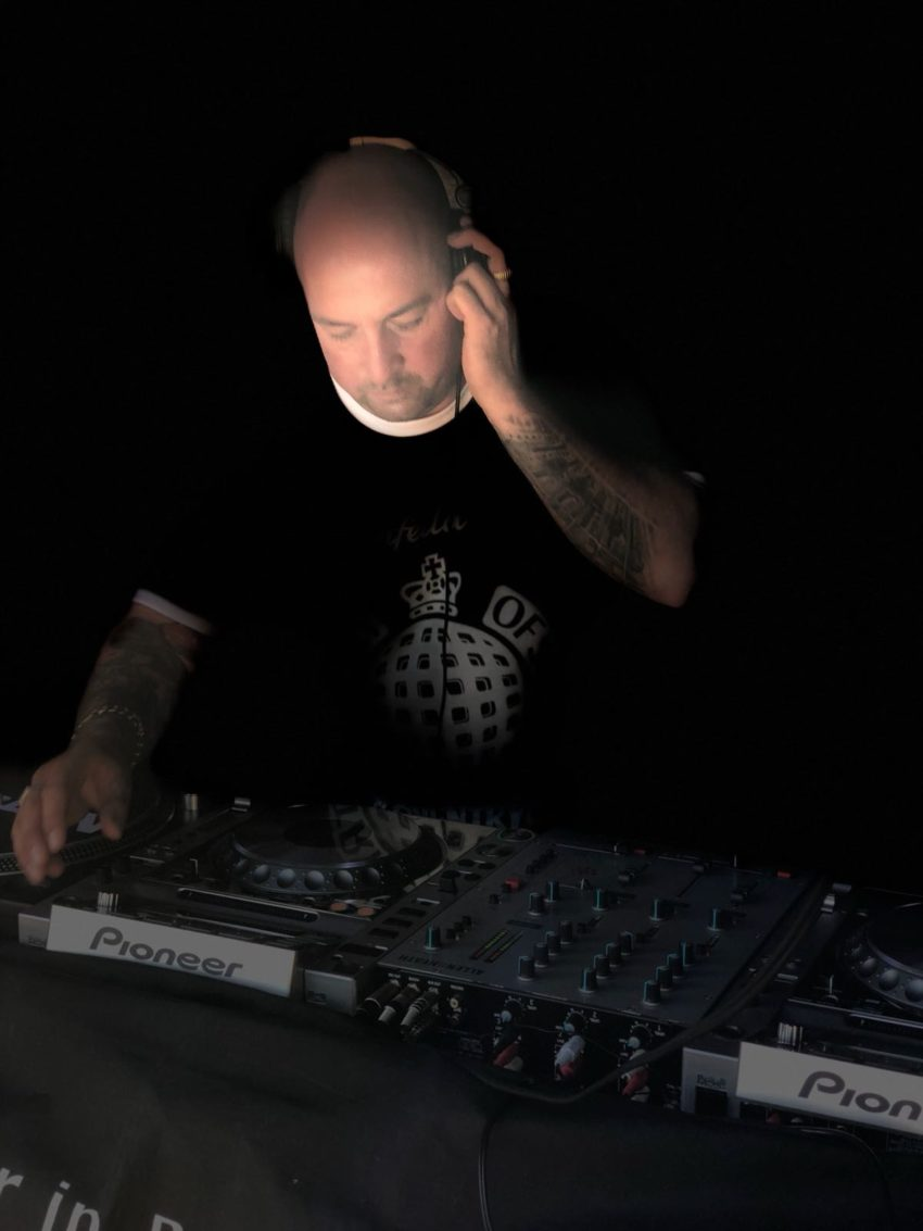 A weekly radio show is hosted by DJ Skinnfella.